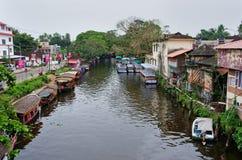 传统印地安小船在Alleppey 免版税库存图片
