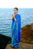 传统印地安莎丽服的美丽的女孩 库存照片
