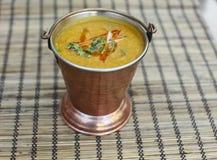 传统印地安食物- Dal Makhni汤 库存照片