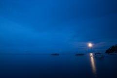 传统印度尼西亚木渔船 库存照片
