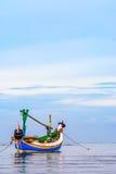 传统印度尼西亚渔船(Jukung) 免版税库存照片