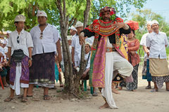 传统巴厘语剧院Topeng的艺术家 库存照片