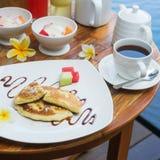 传统巴厘语香蕉薄煎饼和果子 库存图片
