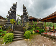 传统巴厘语建筑学。Pura Besakih寺庙 库存图片