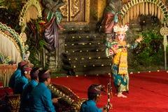 传统巴厘语Legong和Barong舞蹈 免版税库存照片
