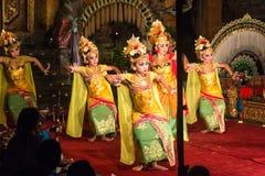 传统巴厘语Legong和Barong舞蹈 免版税库存图片