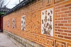 传统古老装饰砖墙样式和背景, Kor 图库摄影