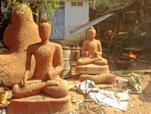 传统古铜色菩萨雕象生产 免版税库存照片