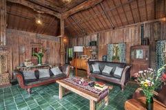 传统和古色古香的爪哇样式客厅别墅在巴厘岛 库存图片