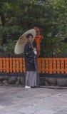 传统和服的日本人 免版税库存图片