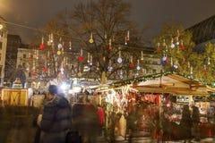 传统圣诞节市场在Vorosmarty广场的(Vorosmarty ter)布达佩斯在晚上 库存照片