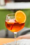 传统在意大利喷在一个酒吧的开胃酒 免版税库存图片