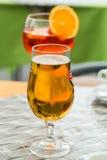 传统在意大利喷开胃酒和啤酒在一个酒吧 库存照片
