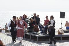 传统塞浦路斯人舞蹈 库存照片