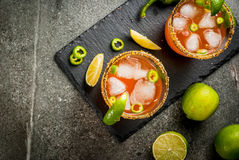 传统墨西哥鸡尾酒辣michelada 免版税库存图片