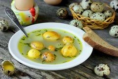 传统复活节汤用蛋黄 免版税库存图片