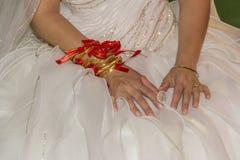 传统婚礼新娘金子jewelery关闭 图库摄影