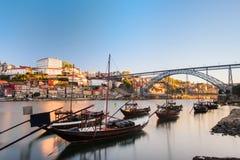传统小船在杜罗河河 波尔图葡萄牙 免版税图库摄影