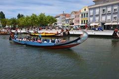 传统小船在Vouga河,阿威罗,葡萄牙 免版税库存照片
