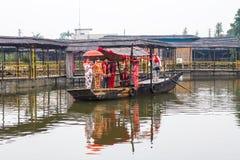传统小船婚礼 图库摄影