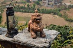 传统尼泊尔装饰品和灯 免版税库存照片