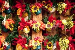传统工艺品五颜六色的花装饰 免版税库存照片