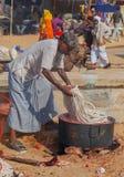 传统市场在普斯赫卡尔 洗染与自然染料的绳索 免版税图库摄影
