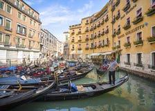 传统平底的威尼斯式小船 库存图片