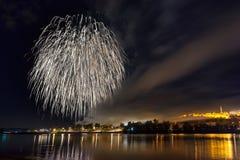 传统庆祝和烟花在贝尔格莱德 库存图片