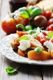 传统意大利开胃小菜caprese用无盐干酪 图库摄影