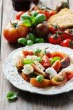 传统意大利开胃小菜caprese用无盐干酪 库存图片
