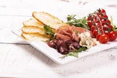 传统意大利开胃菜的分类 免版税库存图片