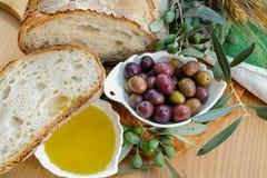 传统意大利开胃菜-新鲜的家制面包,额外virg 库存图片