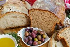 传统意大利开胃菜-新鲜的家制面包,额外virg 免版税库存图片