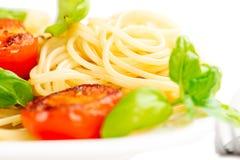 传统意大利通心面面团用烤蕃茄和orega 免版税图库摄影