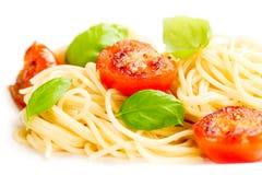 传统意大利通心面面团用烤蕃茄和orega 库存图片