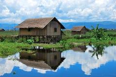 传统房子在Inle湖的,缅甸一个浮动村庄 库存照片