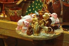 传统手工制造陶瓷小雕象 库存图片