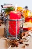 传统捷克圣诞节-与蜡烛和香料的灯笼装饰 免版税库存图片