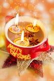 传统捷克圣诞节-自创装饰-有蜡烛和香料的胡说的小船在碗 免版税库存照片