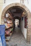 传统摩洛哥商店在Essaouira,摩洛哥 免版税库存照片