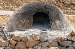 传统摩洛哥巴巴里人接地从砂岩做的烤箱 库存照片