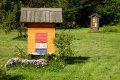 传统斯洛文尼亚蜂箱 免版税库存照片