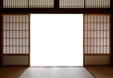 传统日本木头和宣纸门和榻榻米垫地板 免版税库存照片
