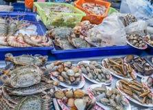 传统普吉岛` s异乎寻常的海鲜市场 免版税库存照片