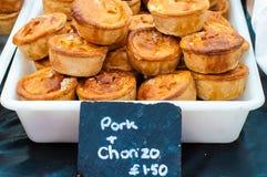 传统有壳的英国猪肉和choriso饼 库存照片