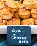 传统有壳的英国猪肉和choriso饼 免版税库存照片