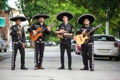 传统服装墨西哥流浪乐队的墨西哥音乐家 免版税图库摄影
