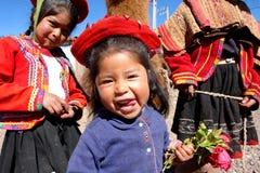 传统服装的秘鲁孩子 免版税库存照片