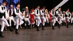 传统服装的罗马尼亚舞蹈家 免版税库存照片